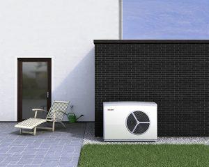Luftwärmepumpen arbeiten so leise, dass sie auch in Terrassennähe aufgestellt werden können. Foto: BWP
