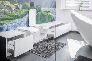 Sanitärobjekte in Möbelgarnitur eingefügt