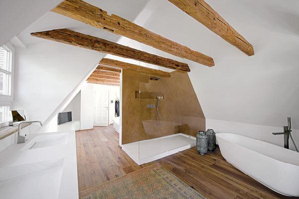 Bad mit Dachschräge im Altbau realisiert - MEISTER DER ELEMENTE