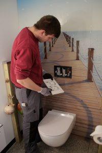 Auch die Technik hinter der Wand entspricht hoher Qualität, wenn ein MEISTER DER ELEMETNE das Bad renoviert.