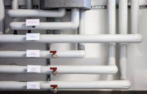 Auch sauber ausgeführte Rohrinstallationen können Schaden nehmen. Unterschiedliche Methoden zur Wasserbehandlung schützen die Leitungen.