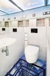 Beispiel einer außergewöhnlichen Gästetoilette im aktuellen Badmagazin.